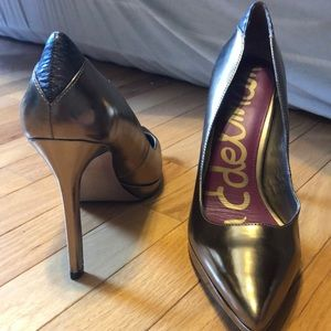 Bronze/gold pointed toe high heels